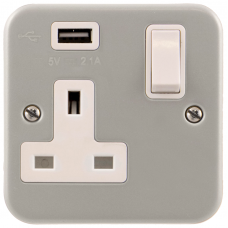 Click CL771U Single Switched Socket with USB 1Gang 13A Metal Clad