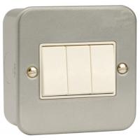 Click CL013 Triple Switch 3Gang 2Way & Box 10A Metal Clad